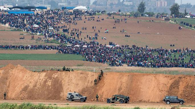 Đụng độ đẫm máu ở Dải Gaza, hơn 1.000 người thương vong - Ảnh 1.