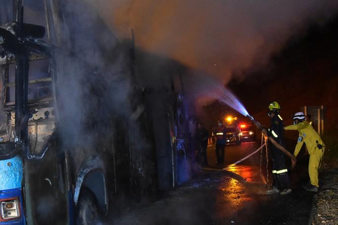 Cháy xe buýt, 37 người thiệt mạng - Ảnh 3.