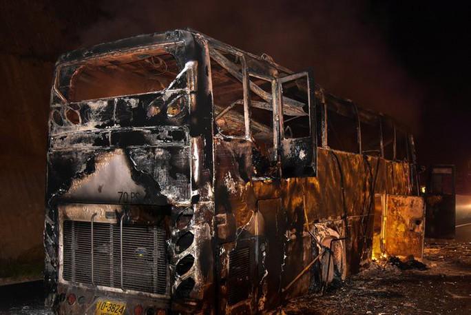 Cháy xe buýt, 37 người thiệt mạng - Ảnh 1.
