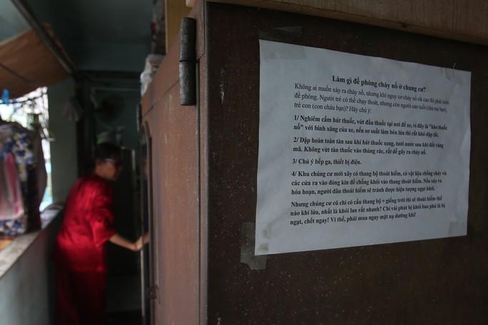 Tử thần chực chờ các chung cư cũ tại TP HCM - Ảnh 6.