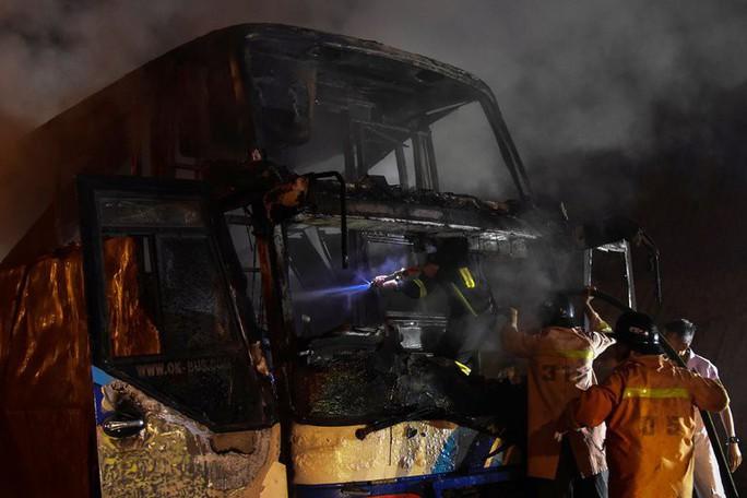 Cháy xe buýt, 37 người thiệt mạng - Ảnh 2.