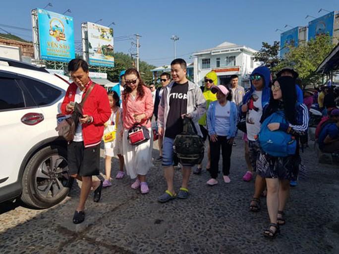 Trục xuất lao động Trung Quốc không phép ở Nha Trang - Ảnh 1.