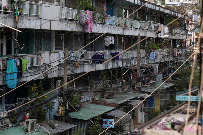 Tử thần chực chờ các chung cư cũ tại TP HCM - Ảnh 14.