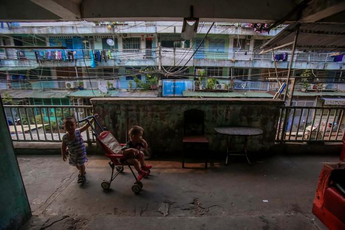 Tử thần chực chờ các chung cư cũ tại TP HCM - Ảnh 11.