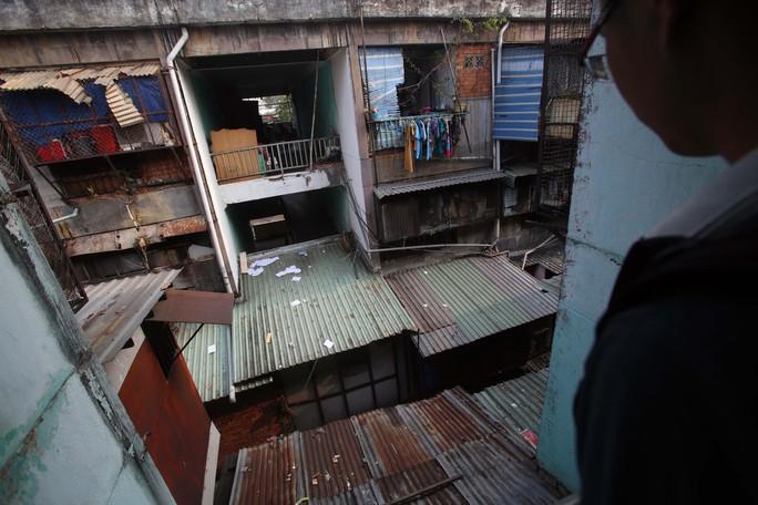 Tử thần chực chờ các chung cư cũ tại TP HCM - Ảnh 12.