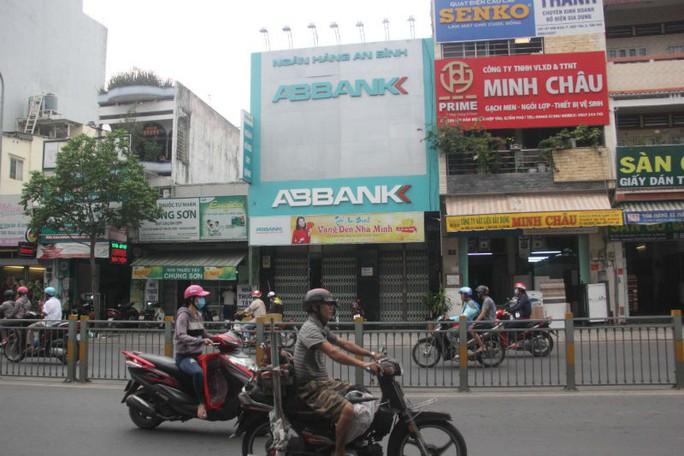 TP HCM: Đã khoanh vùng 2 tên cướp ngân hàng ở quận Tân Phú - Ảnh 1.
