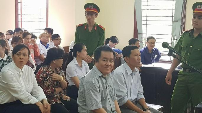 Hội thẩm nhân dân đi cấp cứu, hoãn xử đại gia Tòng Thiên Mã - Ảnh 1.