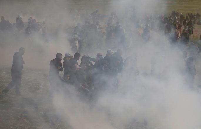 Ngày đẫm máu ở Gaza, Israel không ngần ngại bắn đạn thật - Ảnh 6.