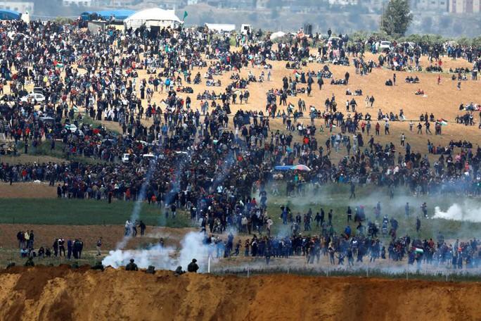 Ngày đẫm máu ở Gaza, Israel không ngần ngại bắn đạn thật - Ảnh 4.
