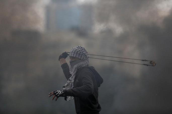 Ngày đẫm máu ở Gaza, Israel không ngần ngại bắn đạn thật - Ảnh 3.