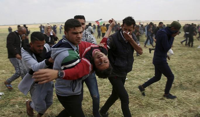 Ngày đẫm máu ở Gaza, Israel không ngần ngại bắn đạn thật - Ảnh 2.
