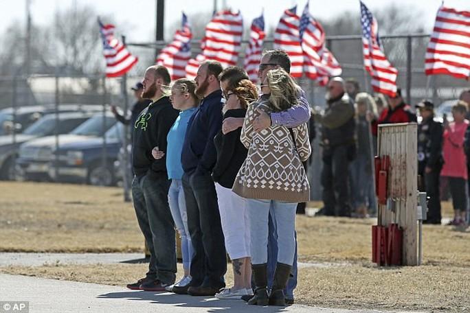Bí ẩn bao trùm cái chết bí ẩn của nữ trung sĩ Mỹ ở Iraq - Ảnh 3.