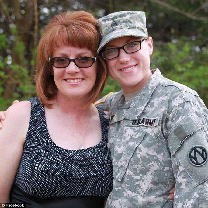 Bí ẩn bao trùm cái chết bí ẩn của nữ trung sĩ Mỹ ở Iraq - Ảnh 4.