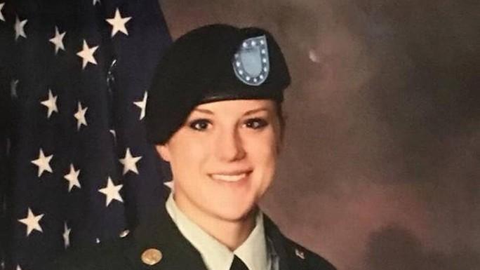 Bí ẩn bao trùm cái chết bí ẩn của nữ trung sĩ Mỹ ở Iraq - Ảnh 1.