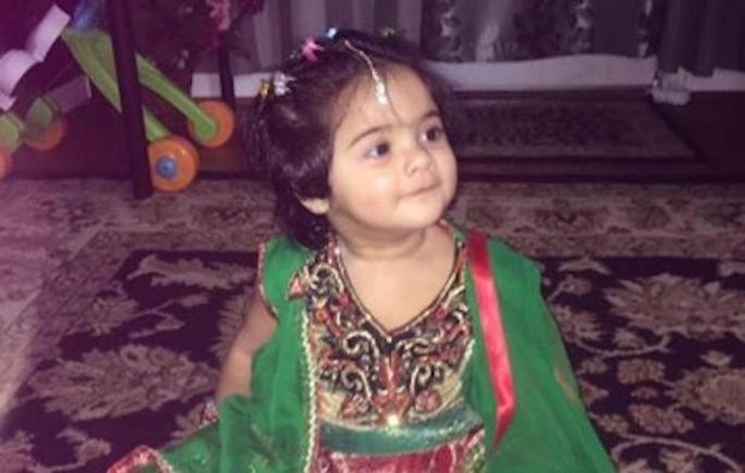 Bị kiếng rơi trúng người, bé gái 2 tuổi thiệt mạng - Ảnh 1.