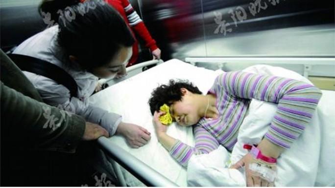 Bị kiếng rơi trúng người, bé gái 2 tuổi thiệt mạng - Ảnh 2.