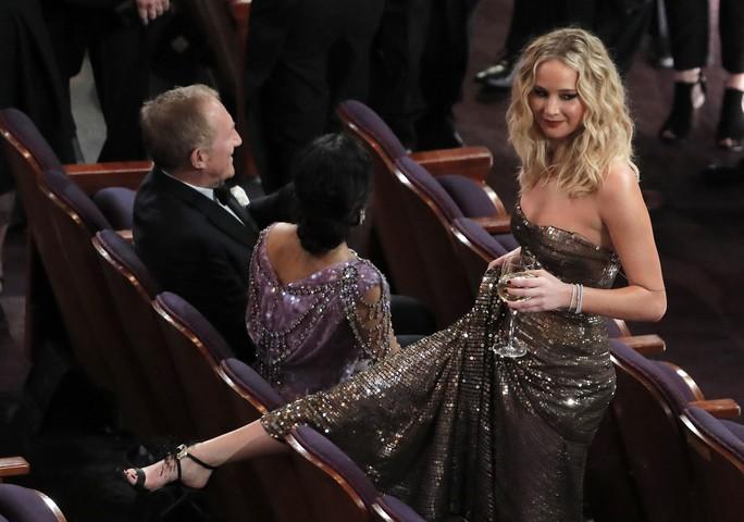 Nhiều tranh luận trái chiều quanh Oscar lần 90 - Ảnh 1.