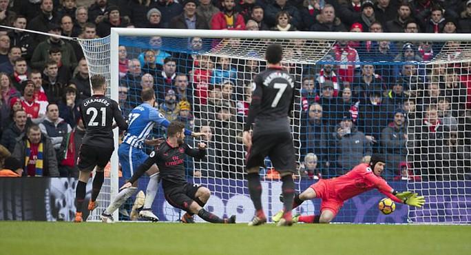 Arsenal thua 4 trận liền, fan khóc nức nở - Ảnh 1.