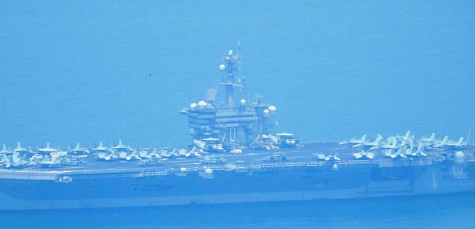 Tàu sân bay USS Carl Vinson đã vào vùng biển cảng Tiên Sa - Ảnh 4.