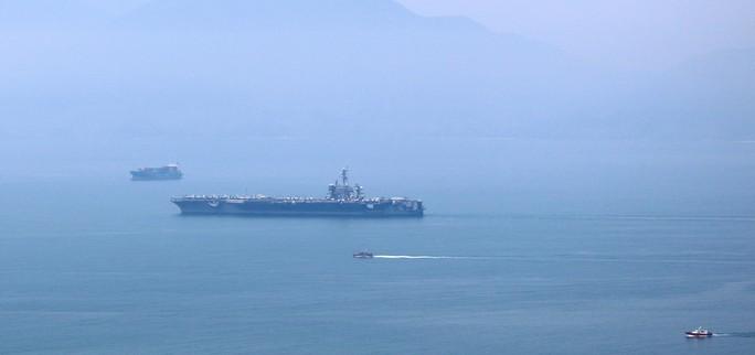 Tàu sân bay USS Carl Vinson đã vào vùng biển cảng Tiên Sa - Ảnh 2.