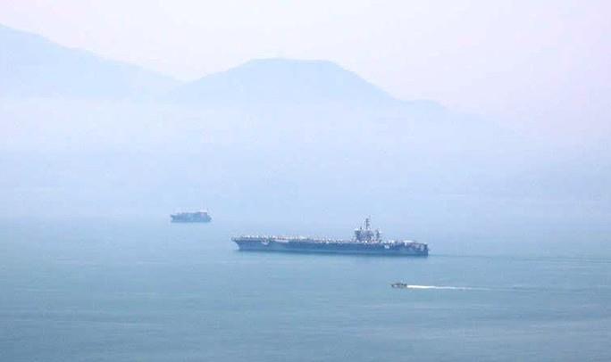 Tàu sân bay USS Carl Vinson đã vào vùng biển cảng Tiên Sa - Ảnh 7.