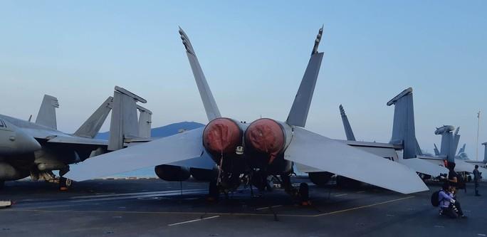 Ngắm dàn máy bay khủng trên tàu sân bay USS Carl Vinson - Ảnh 3.
