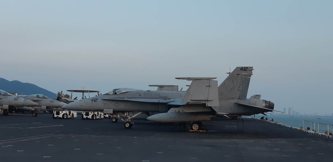 Ngắm dàn máy bay khủng trên tàu sân bay USS Carl Vinson - Ảnh 5.