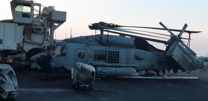 Ngắm dàn máy bay khủng trên tàu sân bay USS Carl Vinson - Ảnh 6.