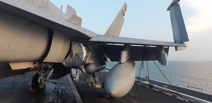 Ngắm dàn máy bay khủng trên tàu sân bay USS Carl Vinson - Ảnh 9.