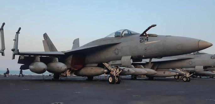 Ngắm dàn máy bay khủng trên tàu sân bay USS Carl Vinson - Ảnh 10.