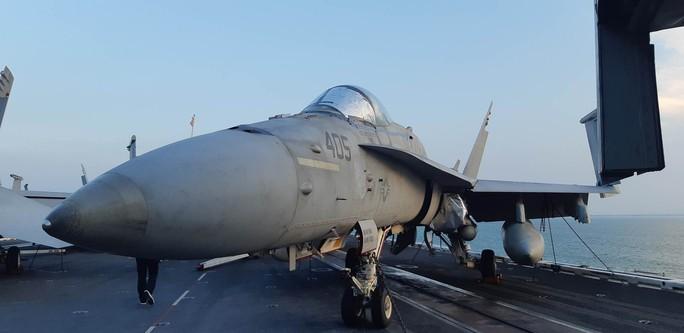 Ngắm dàn máy bay khủng trên tàu sân bay USS Carl Vinson - Ảnh 11.