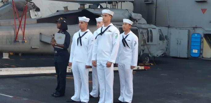 Ngắm dàn máy bay khủng trên tàu sân bay USS Carl Vinson - Ảnh 12.