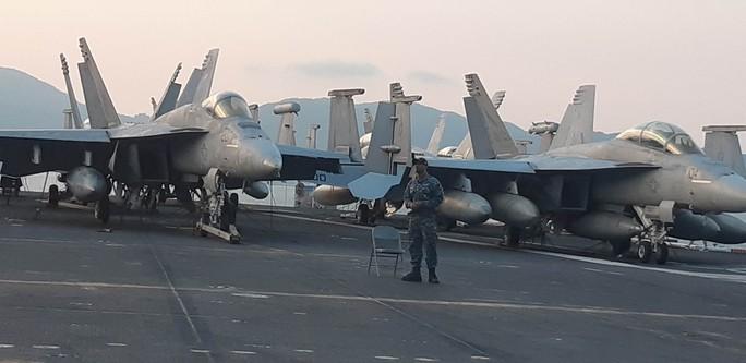 Ngắm dàn máy bay khủng trên tàu sân bay USS Carl Vinson - Ảnh 13.