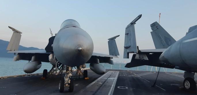Ngắm dàn máy bay khủng trên tàu sân bay USS Carl Vinson - Ảnh 14.