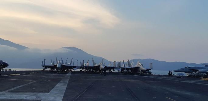 Ngắm dàn máy bay khủng trên tàu sân bay USS Carl Vinson - Ảnh 17.