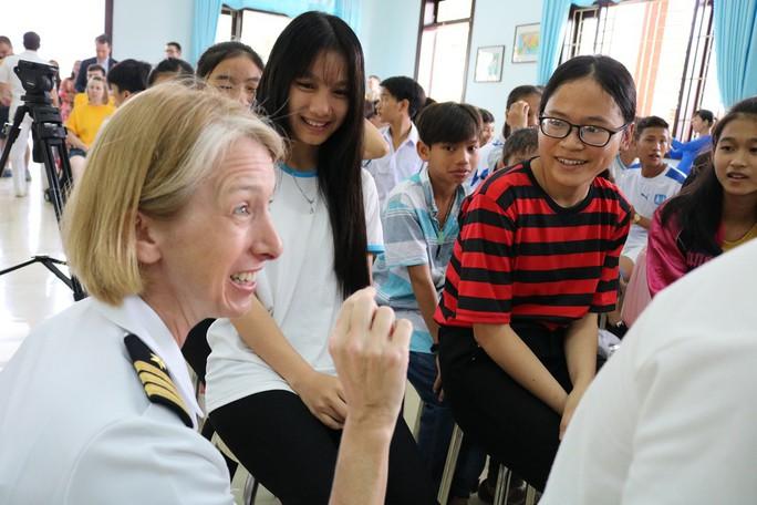 Thủy thủ tàu sân bay Mỹ giao lưu cảm động với làng trẻ em SOS Đà Nẵng - Ảnh 13.