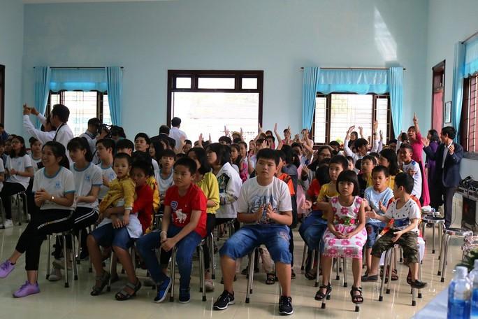 Thủy thủ tàu sân bay Mỹ giao lưu cảm động với làng trẻ em SOS Đà Nẵng - Ảnh 4.