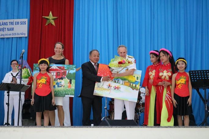 Thủy thủ tàu sân bay Mỹ giao lưu cảm động với làng trẻ em SOS Đà Nẵng - Ảnh 14.