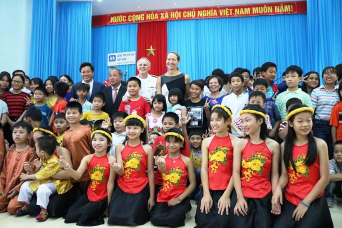 Thủy thủ tàu sân bay Mỹ giao lưu cảm động với làng trẻ em SOS Đà Nẵng - Ảnh 15.