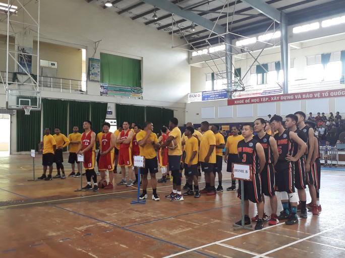 Hải quân tàu sân bay Mỹ hào hứng giao lưu bóng rổ với sinh viên Đà Nẵng - Ảnh 3.