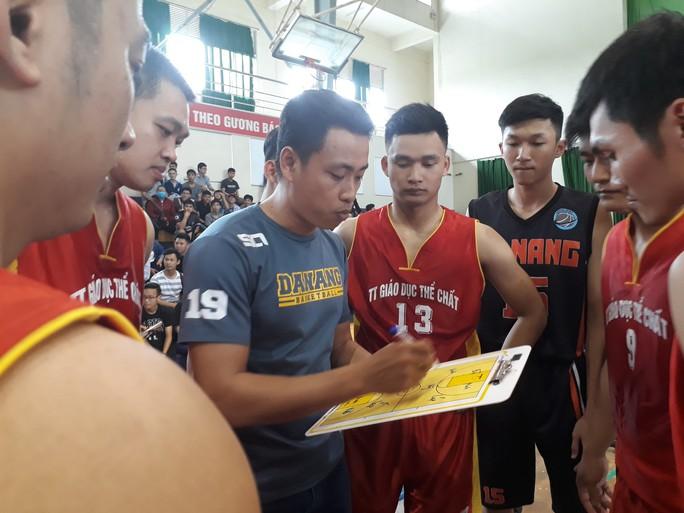 Hải quân tàu sân bay Mỹ hào hứng giao lưu bóng rổ với sinh viên Đà Nẵng - Ảnh 4.