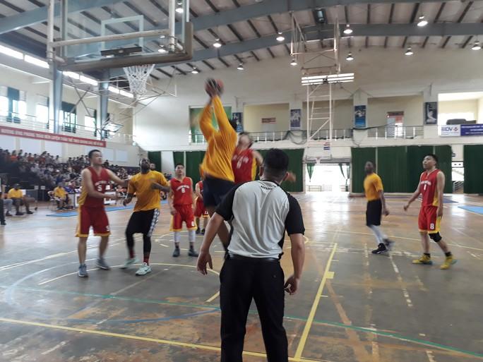 Hải quân tàu sân bay Mỹ hào hứng giao lưu bóng rổ với sinh viên Đà Nẵng - Ảnh 5.