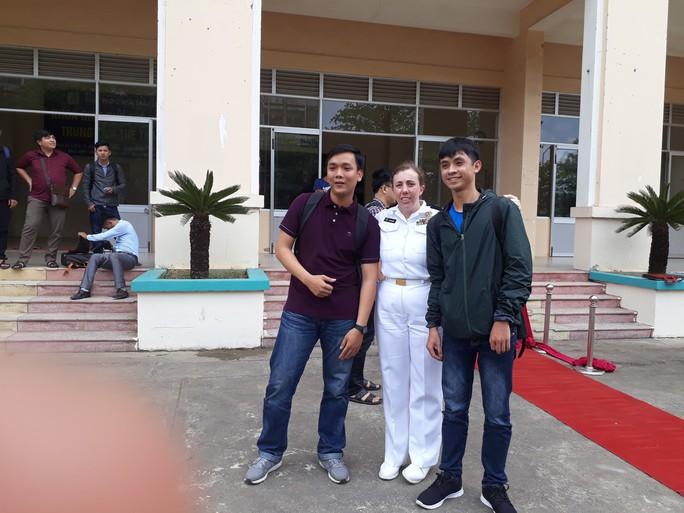Hải quân tàu sân bay Mỹ hào hứng giao lưu bóng rổ với sinh viên Đà Nẵng - Ảnh 8.