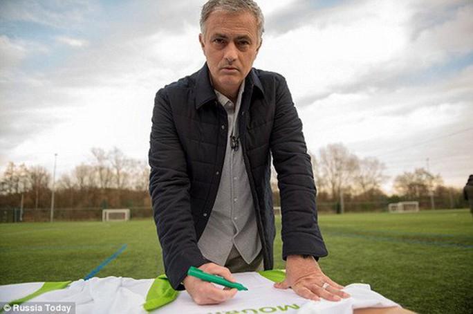 Mourinho kiếm bộn tiền nhờ… làm thêm mùa World Cup - Ảnh 1.