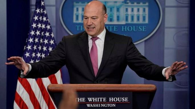Cố vấn kinh tế của ông Trump từ chức, thị trường lo điềm chẳng lành - Ảnh 1.