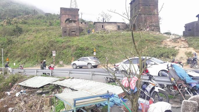 Di tích cấp quốc gia Hải Vân Quan bị rác thải bủa vây - Ảnh 6.