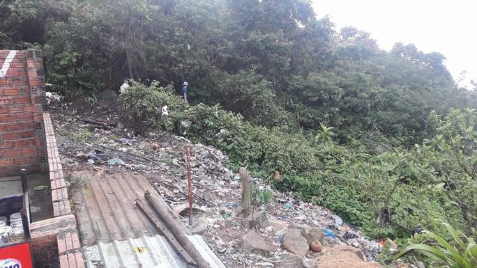Di tích cấp quốc gia Hải Vân Quan bị rác thải bủa vây - Ảnh 10.