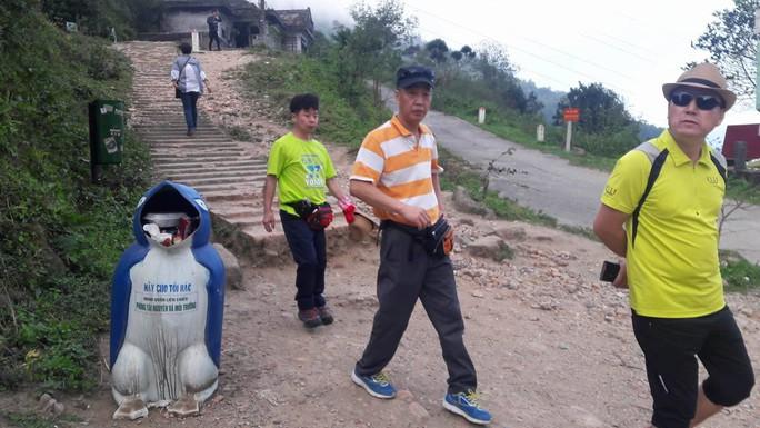 Di tích cấp quốc gia Hải Vân Quan bị rác thải bủa vây - Ảnh 11.
