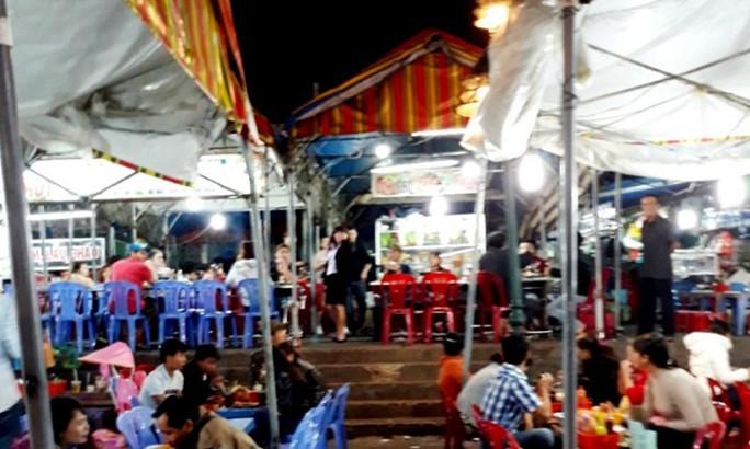 Đình chỉ quán ăn đánh du khách ngất xỉu tại chợ đêm Đà Lạt - Ảnh 1.