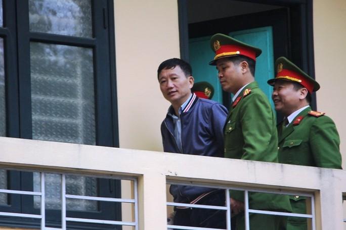 Tòa xử ông Đinh La Thăng và đồng phạm: Thẩm vấn bị cáo Vũ Đức Thuận - Ảnh 3.